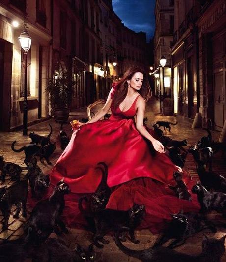 58b896412b12 La Donna in Rosso nel simbolismo degli Illuminati