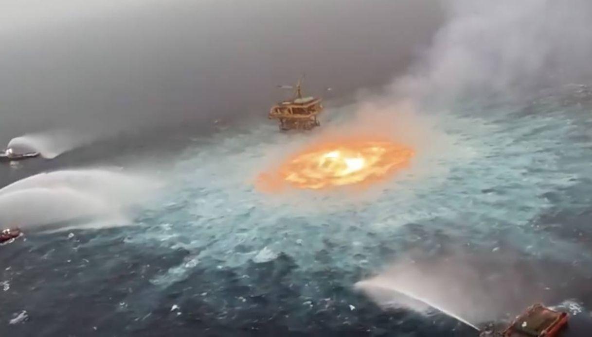 l-incendio-nel-mare-nel-golfo-del-messico